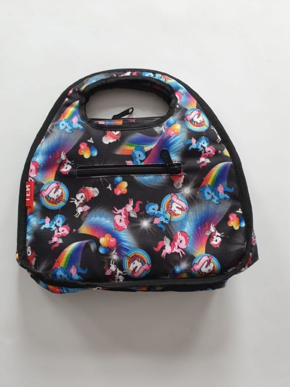lunchbag_black_with_unicorns